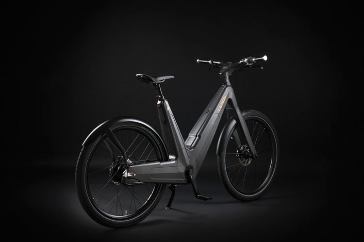 Leaos carbon fiber electric bike, e-bike. unisex carbon fiber monocoque frame, wiring is routed through the body so is a chain.